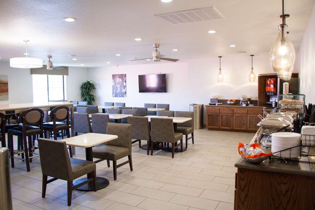 Best Western Plus Colony Inn - Dining Area featuring daily hot breakfast buffet of morning favorites including scrambled eggs, breakfast meat, pastries, breads, fresh fruit, yogurt and more!