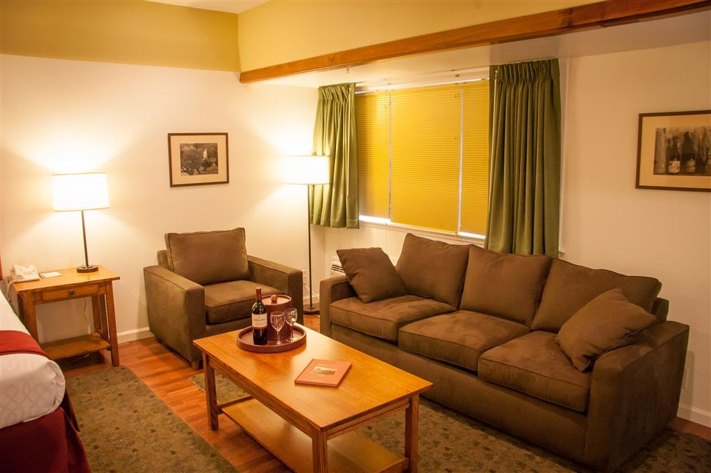Best Western Sonoma Valley Inn & Krug Event Center - Stretch out and relax in the Family Room