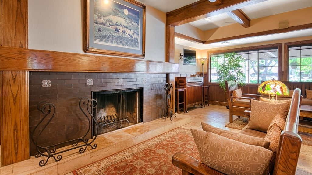 Best Western Sonoma Valley Inn & Krug Event Center - Stay warm next to our cozy Lobby Fireplace