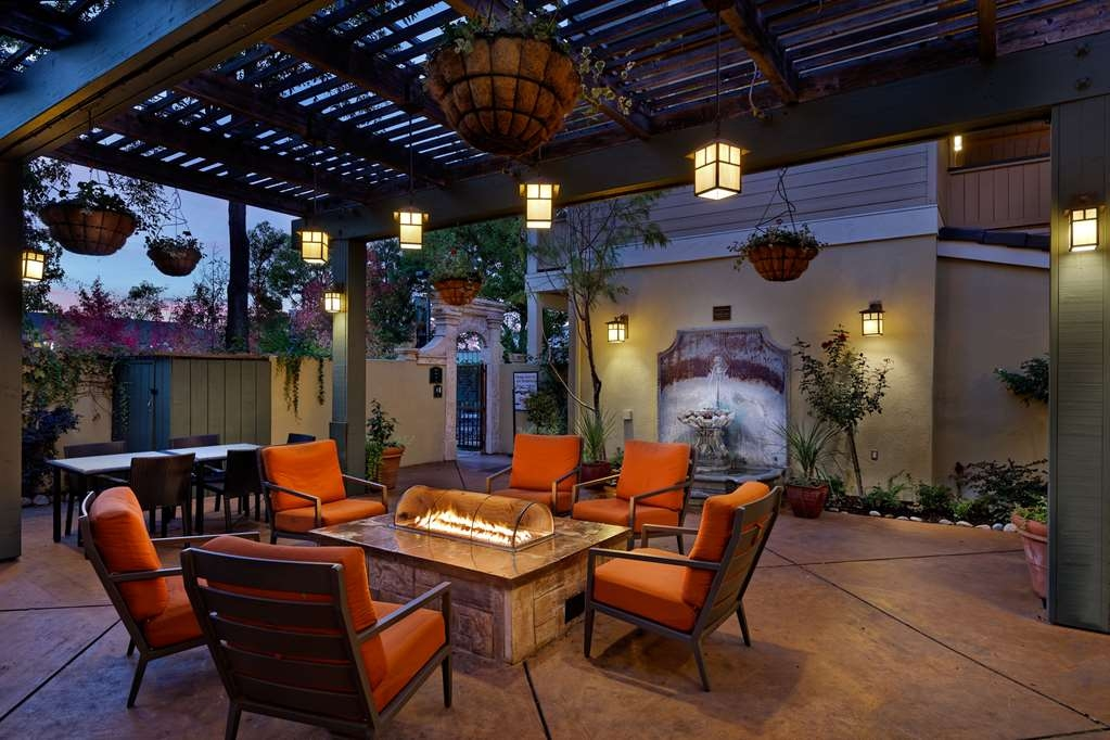 Best Western Sonoma Valley Inn & Krug Event Center - Mission Suite Courtyard and Firepit