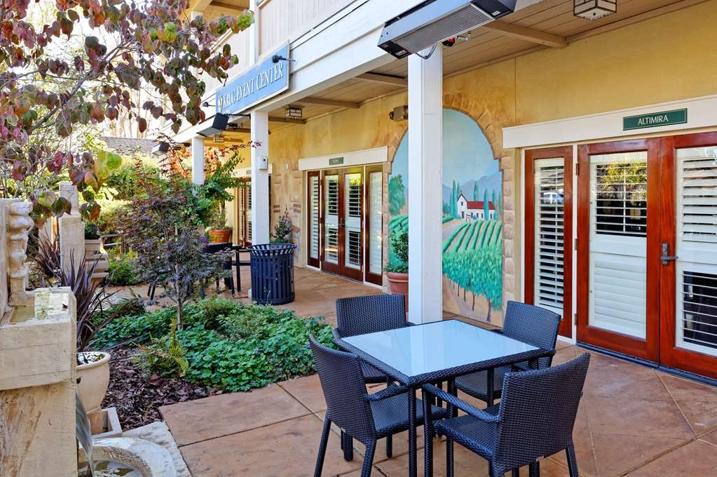 Best Western Sonoma Valley Inn & Krug Event Center - Outdoor Breakfast Patio