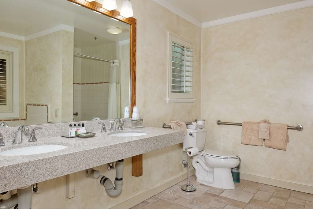 Best Western Sonoma Valley Inn & Krug Event Center - Mission Suite Accessible Bathroom