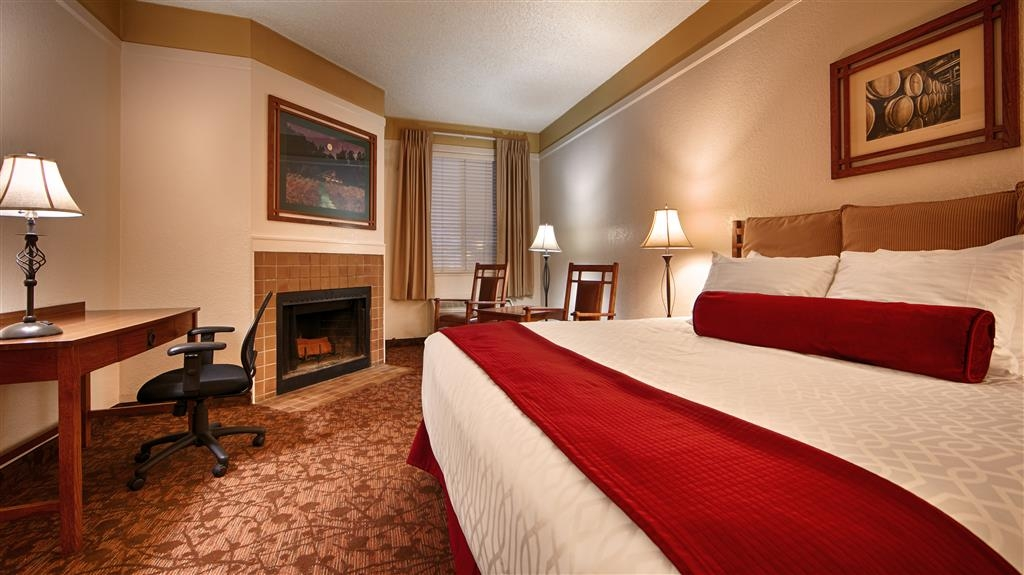 Best Western Sonoma Valley Inn & Krug Event Center - At the end of a long day, relax in our clean, fresh King Guest Room with Fireplace