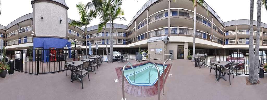 Best Western Airport Plaza Inn - whirlpool