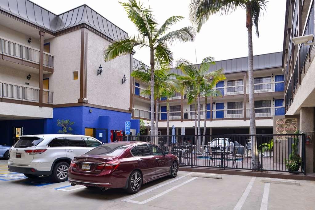 Best Western Airport Plaza Inn - Façade