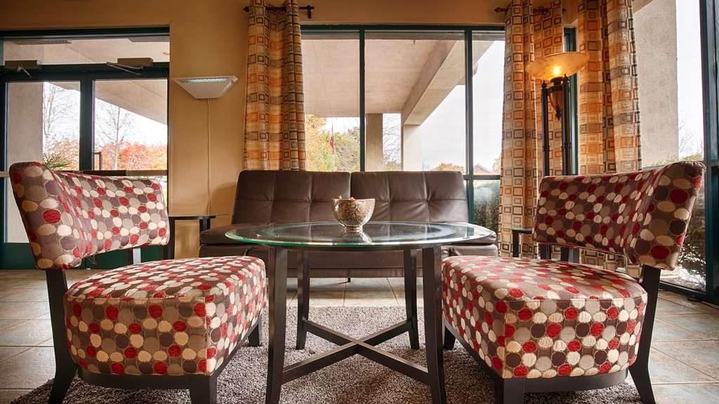 Best Western Heritage Inn - First impressions are the most important and our chic lobby is no exception to that rule.