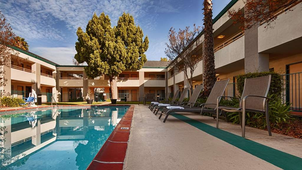 Best Western Heritage Inn - Have some fun in the sun with your family at our outdoor pool complete with a picnic area.