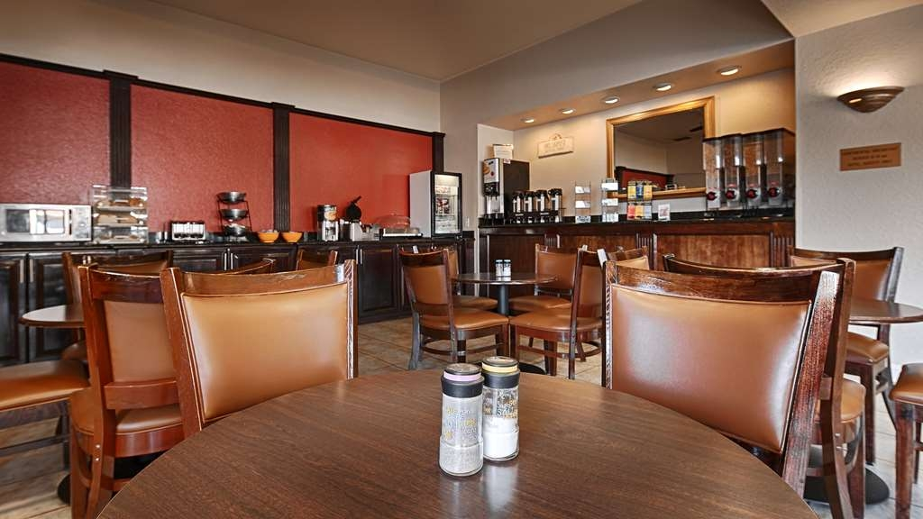 Best Western Heritage Inn - Enjoy the most important meal of the day in our welcoming breakfast area.