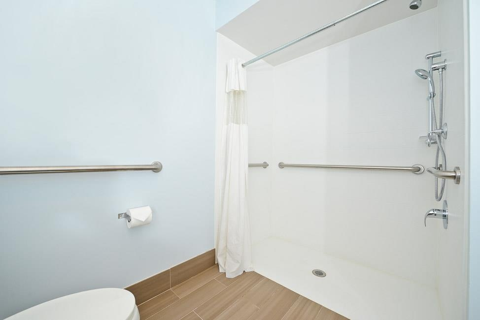 Best Western Inn at Palm Springs - Mobility accessible guest room bathroom with roll-in shower - king bed