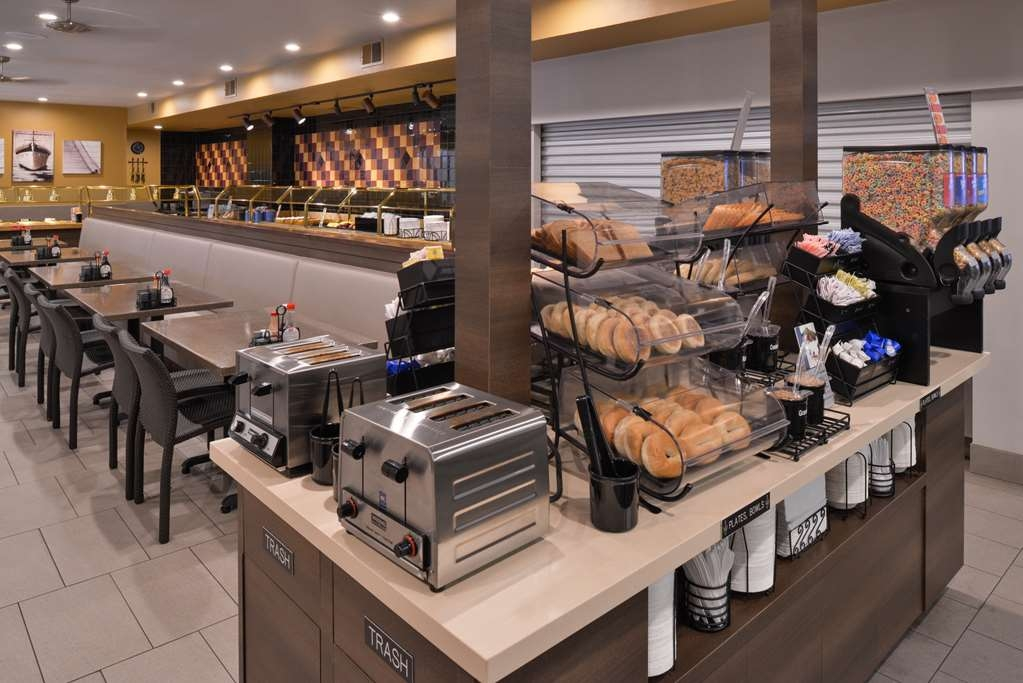 Best Western Plus Park Place Inn - Mini Suites - Desayuno Buffet