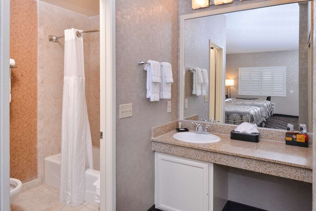 Best Western Plus Park Place Inn - Mini Suites - Tocador del cuarto de baño