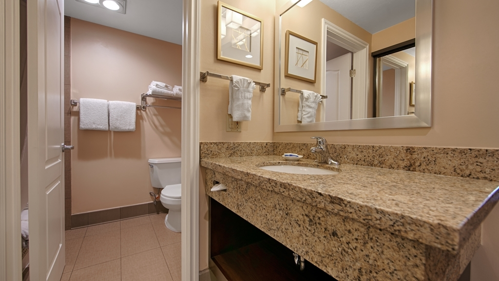 Best Western Plus West Covina Inn - Guest Bathroom