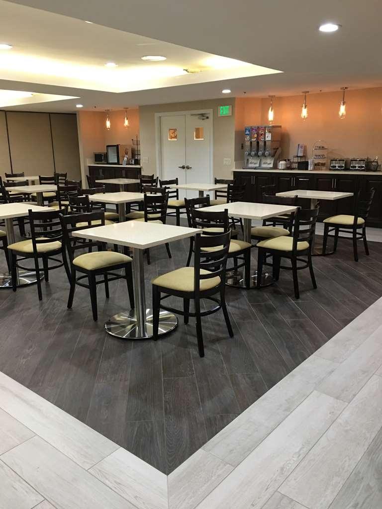 Best Western Plus West Covina Inn - Breakfast Area