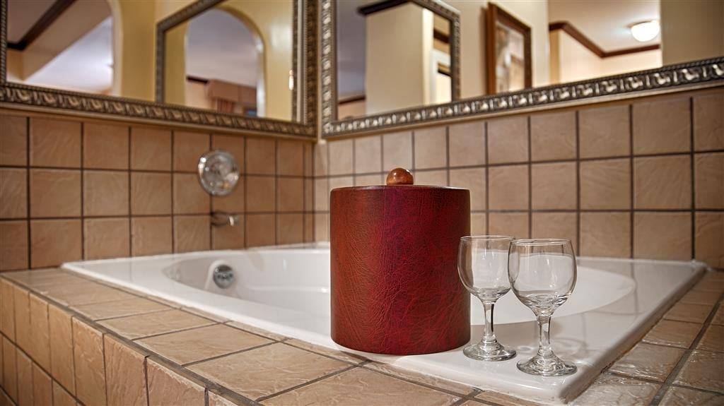 Best Western Plus Placerville Inn - Our presidential suite provides the luxury upgrades like a gas fireplace, whirlpool tub and a spacious walk-in shower.