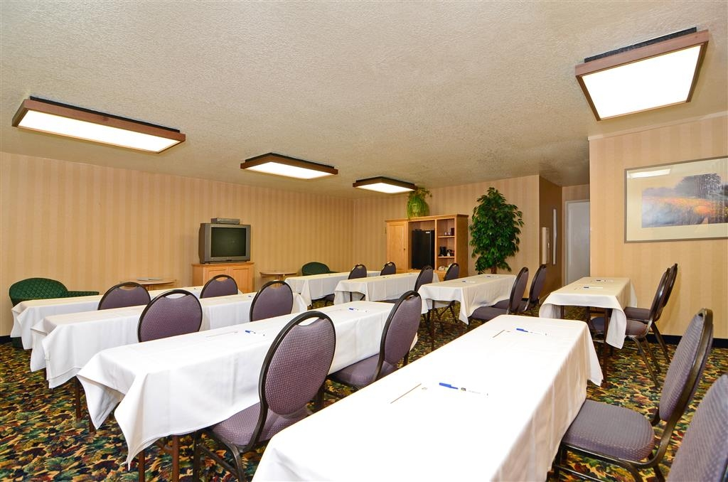 Best Western Plus Placerville Inn - The Tiffany Room is ideally suited for classroom or boardroom-style meetings.