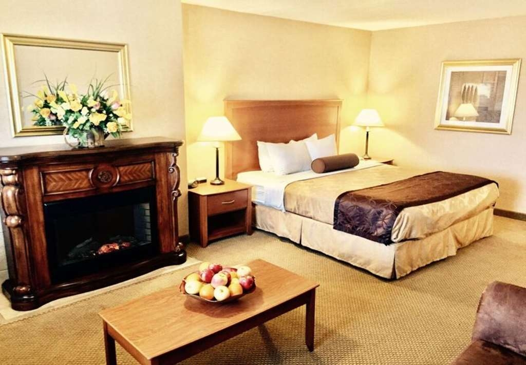 Best Western Plus Placerville Inn - One king bed deluxe fireplace guest room