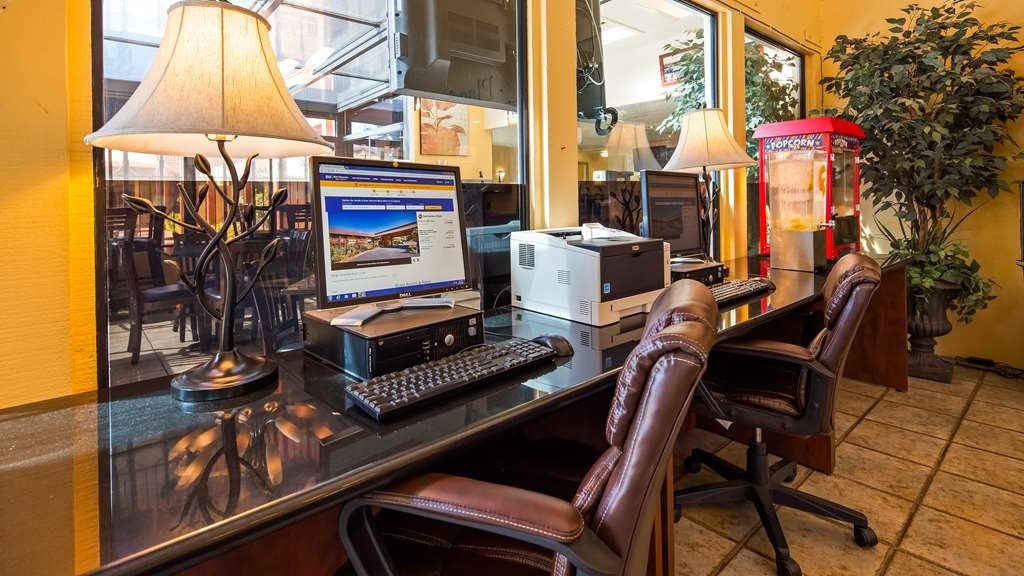 Best Western Plus Placerville Inn - Geschäft-zentrum