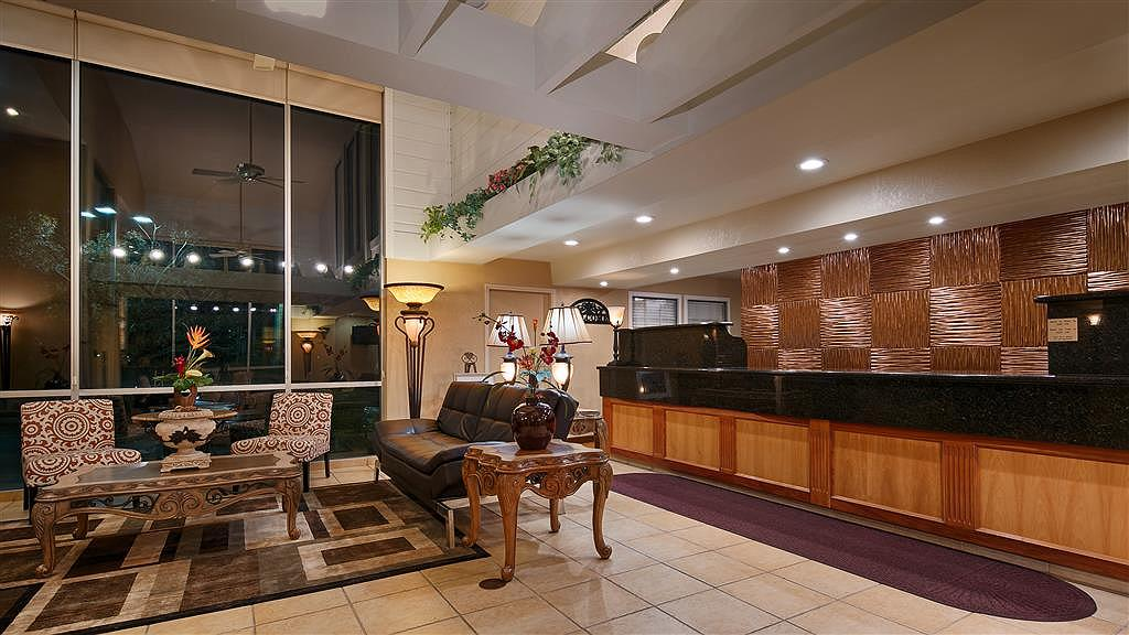 Best Western Plus Heritage Inn - Front Desk & Lobby