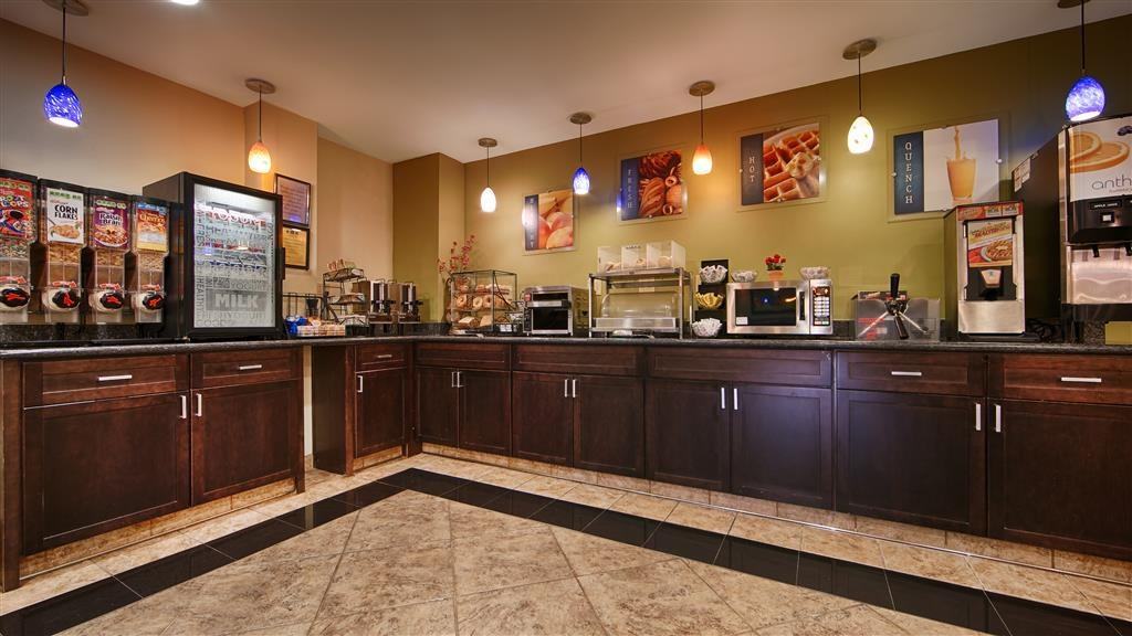 Best Western Plus Heritage Inn - Start your day off right with a complimentary breakfast.