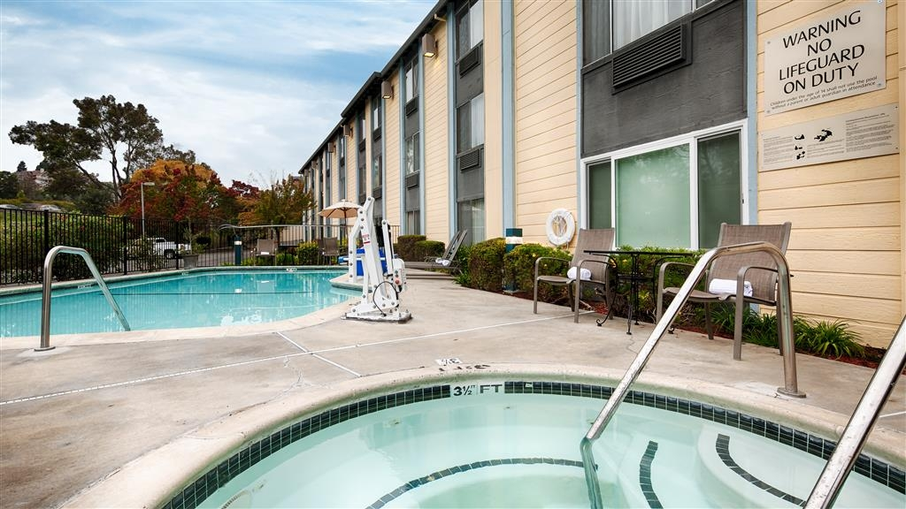 Best Western Plus Heritage Inn - Have some fun in the sun with your family at our outdoor pool, complete with a hot tub.