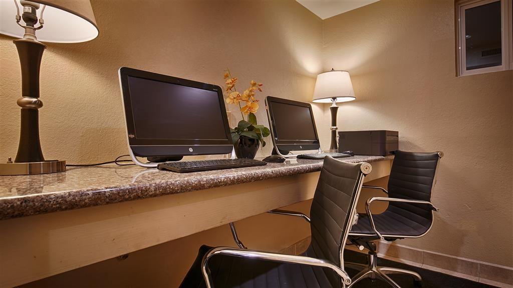 Best Western Plus Heritage Inn - Free high-speed Internet and printer capabilities are available for you in our business center.
