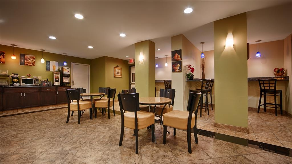 Best Western Plus Heritage Inn - Fuel up on a complimentary breakfast before heading out to the city's best attractions.