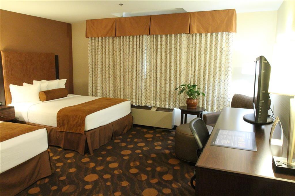Best Western Plus Suites Hotel Coronado Island - Double Queen Guest Room