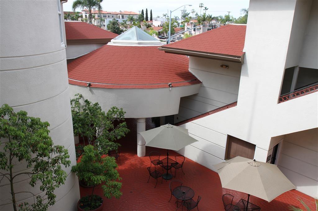 Best Western Plus Suites Hotel Coronado Island - Courtyard
