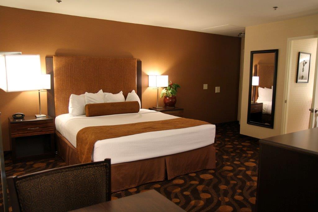 Best Western Plus Suites Hotel Coronado Island - King Guest Room