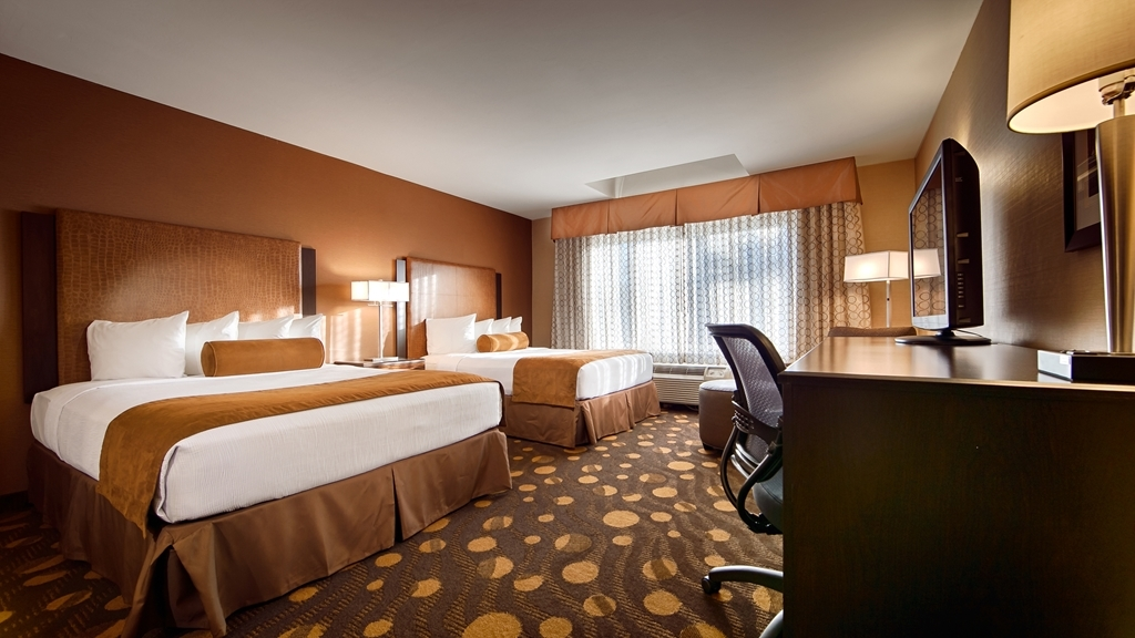 Best Western Plus Suites Hotel Coronado Island - If you're traveling with your family or group of friends, opt for our two queen guest room