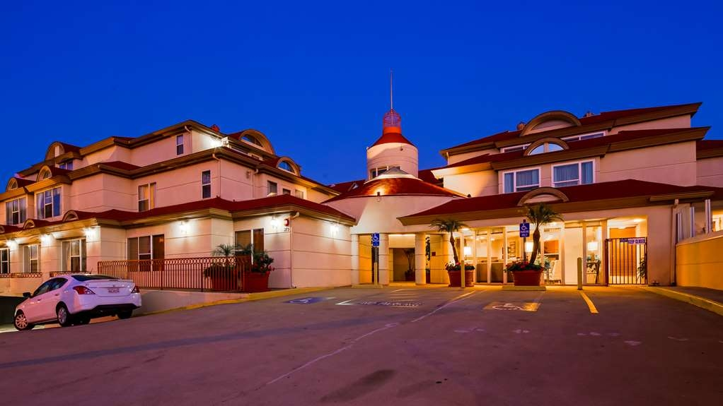 Best Western Plus Suites Hotel Coronado Island - Facciata dell'albergo