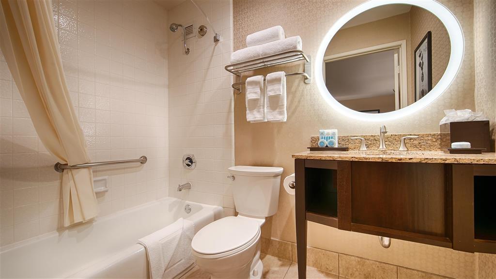 Best Western Plus Suites Hotel Coronado Island - Guest Bathroom