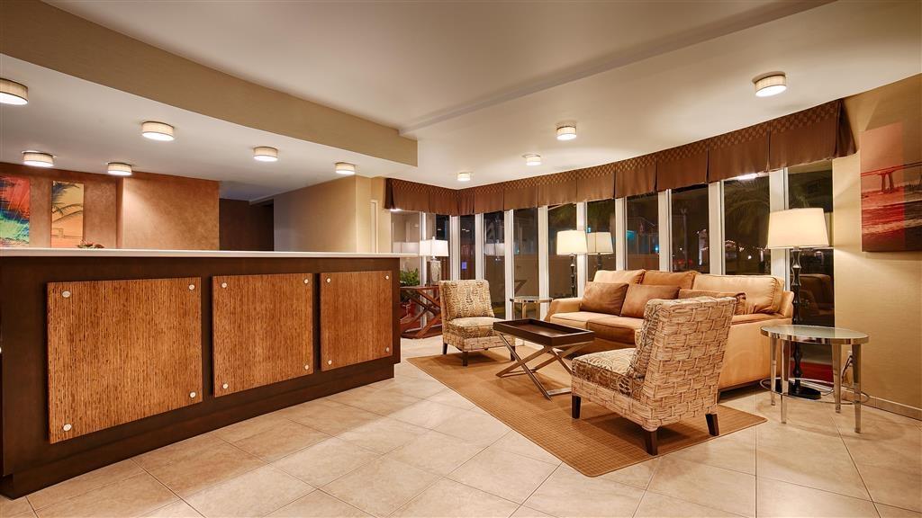 Best Western Plus Suites Hotel Coronado Island - Vestíbulo