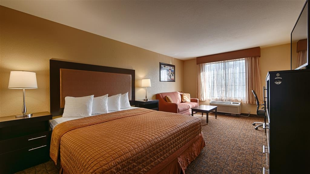 Best Western Escondido Hotel - Sink into our comfortable beds each night and wake up feeling completely refreshed.
