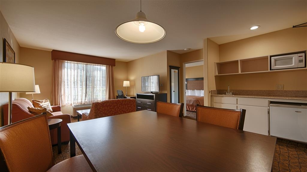 Best Western Escondido Hotel - Be productive in the comfort of your own suite with a large work desk and free Wi-Fi access.