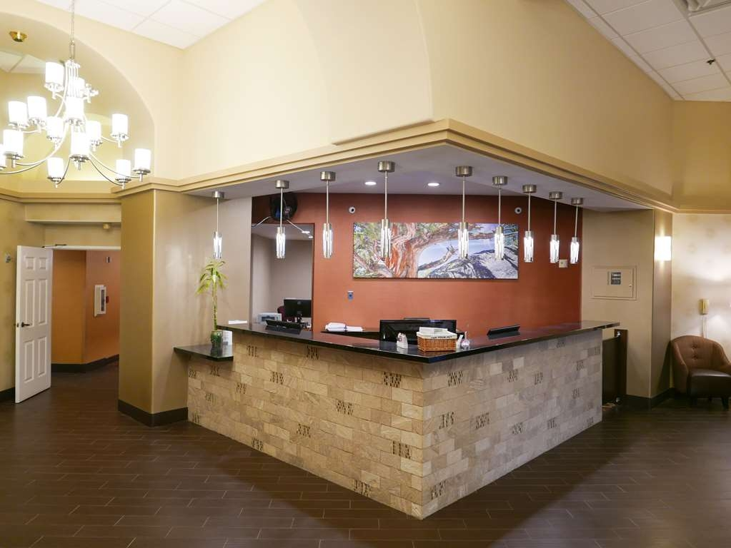 Best Western Escondido Hotel - We strive to exceed your every expectation starting from the moment you walk into our lobby.