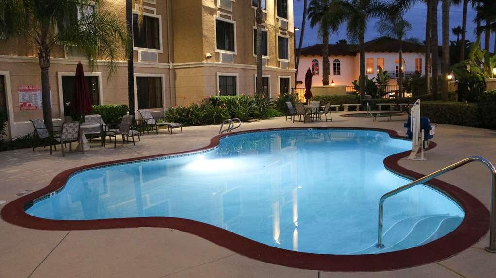 Best Western Escondido Hotel - Stay in shape by swimming laps, cool off with a refreshing dip, or just splash around in our outdoor pool.