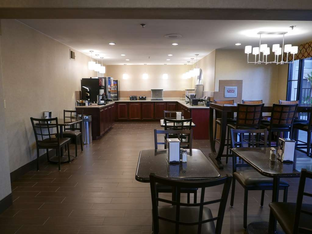 Best Western Escondido Hotel - Enjoy a balanced and delicious breakfast with choices for everyone.