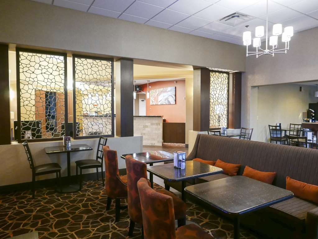 Best Western Escondido Hotel - Hotel lobby and breakfast area.