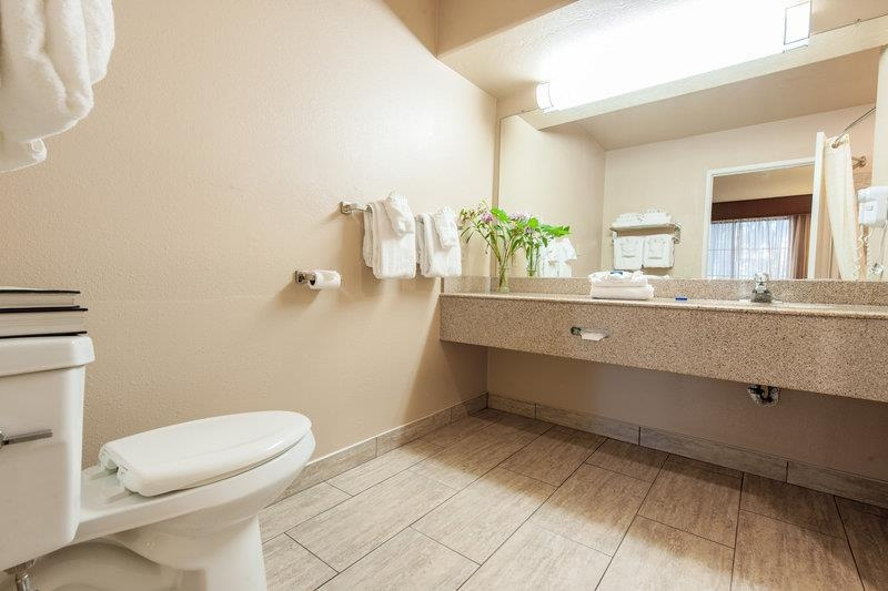 Best Western Escondido Hotel - Bathroom - Suites