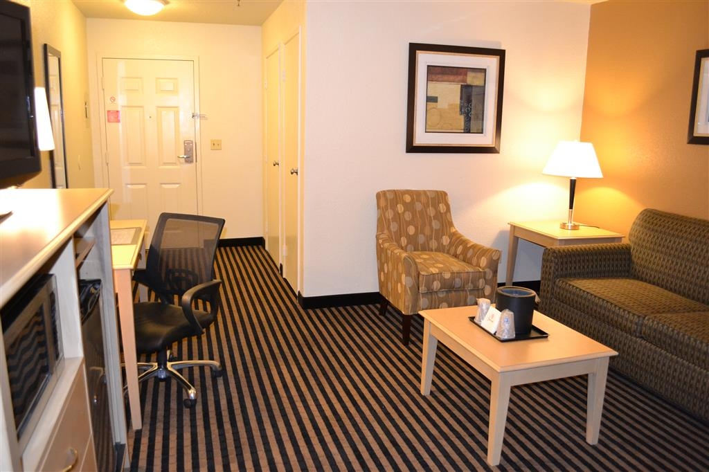 Best Western Plus Executive Inn & Suites - Our queen suite/room features a separate living area for added comfort on the road.