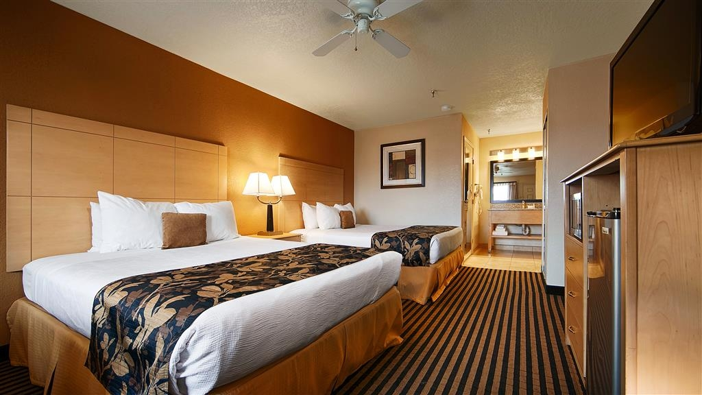 Best Western Plus Executive Inn & Suites - If you're looking for a little extra space to stretch out and relax, book one of our Two Queen guest rooms.