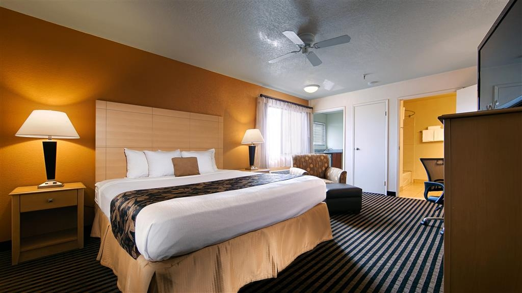 Best Western Plus Executive Inn & Suites - Sleep the night away in our King Guest Room.