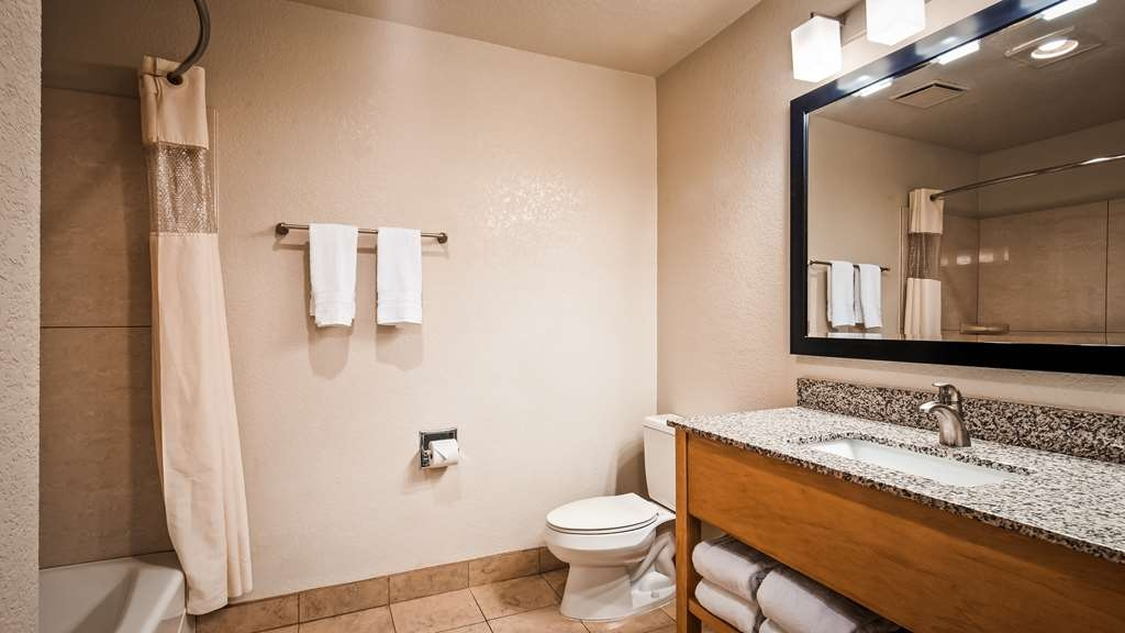 Best Western Plus Executive Inn & Suites - Guest room