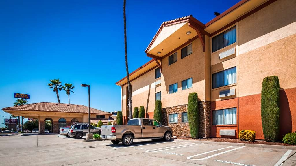Best Western Plus Executive Inn & Suites - Hotel Exterior