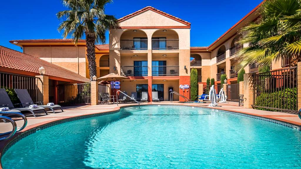 Best Western Plus Executive Inn & Suites - Whether you want to relax poolside or take a dip, our outdoor pool area is the perfect place to unwind.