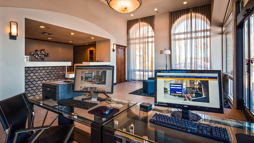 Best Western Plus Executive Inn & Suites - Business center
