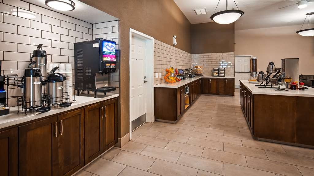 Best Western Plus Executive Inn & Suites - Breakfast Area