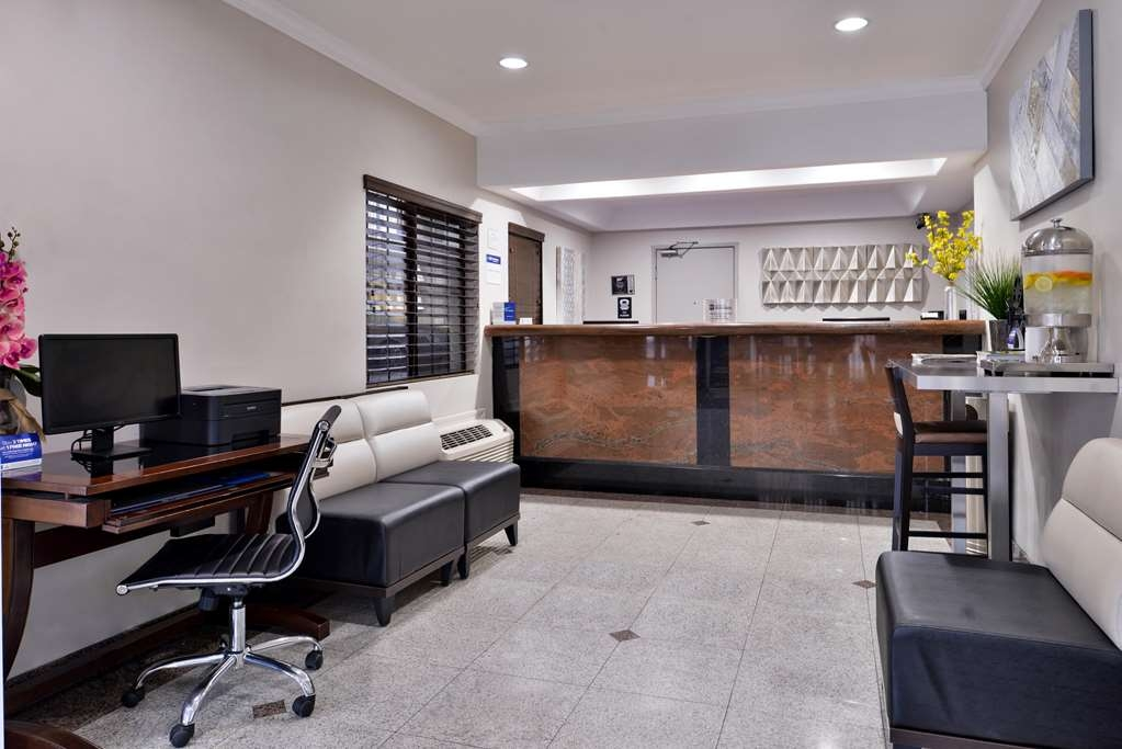 Best Western Hollywood Plaza Inn - Vista del vestíbulo