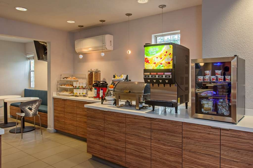Best Western Plus Executive Suites - Prima colazione a buffet